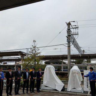和泉市長のご挨拶の後、皆さんでロープを引っ張り、いよいよお披露目です!!