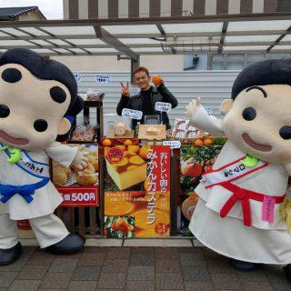 当日は和泉市いずみの国観光おもてなし処和泉府中にて「おやじのたまごループ ロールケーキ販売」も行われていて遊びに行ってみました~♪