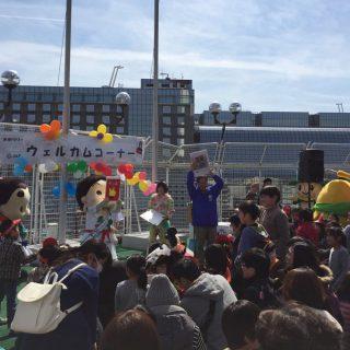 会場では、参加自治体のご当地グッズがもらえるじゃんけん大会も行われたよ!和泉市からはボクたちのクリアファイルが景品としてプレゼントされたよ!